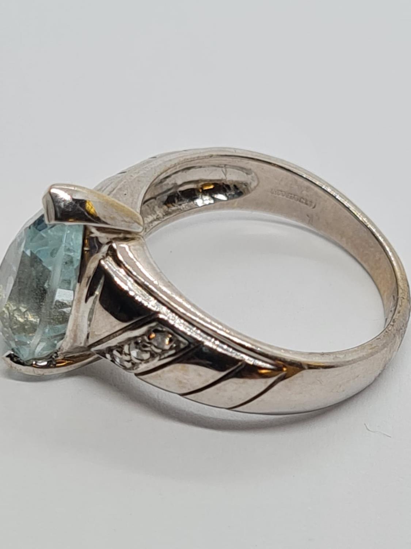 9ct White Gold Diamond and Aquamarine RING . 5.3g Size M. - Image 3 of 3