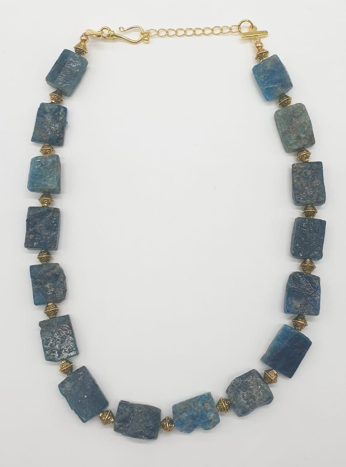 A necklace and earrings set made of Brazilian bluish apatite in its natural state. In a gift box, - Image 7 of 9
