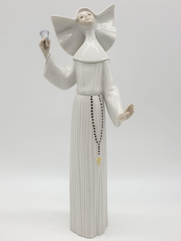 Set of 3 Lladro nuns. 26cm tall. - Image 16 of 20