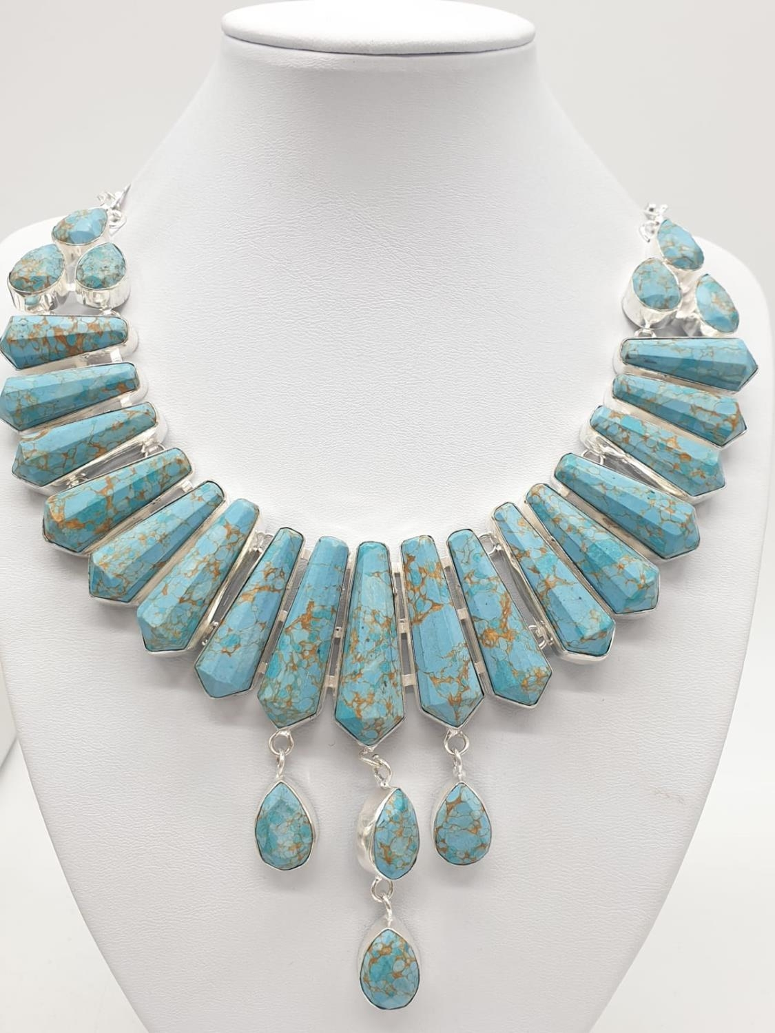A Pharaonic style necklace and earrings set with light brown-gold veined turquoise obelisks and - Image 5 of 24