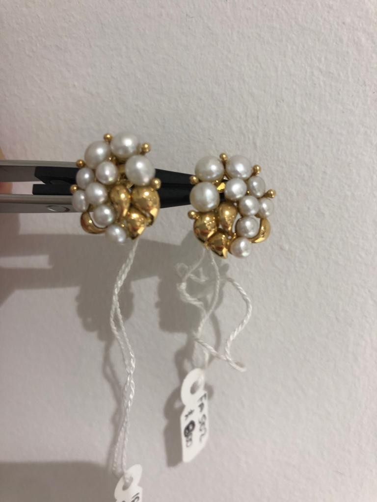 18ct yellow gold earrings with pearls. 6.3 grams in weight.