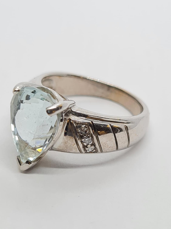 9ct White Gold Diamond and Aquamarine RING . 5.3g Size M. - Image 2 of 3