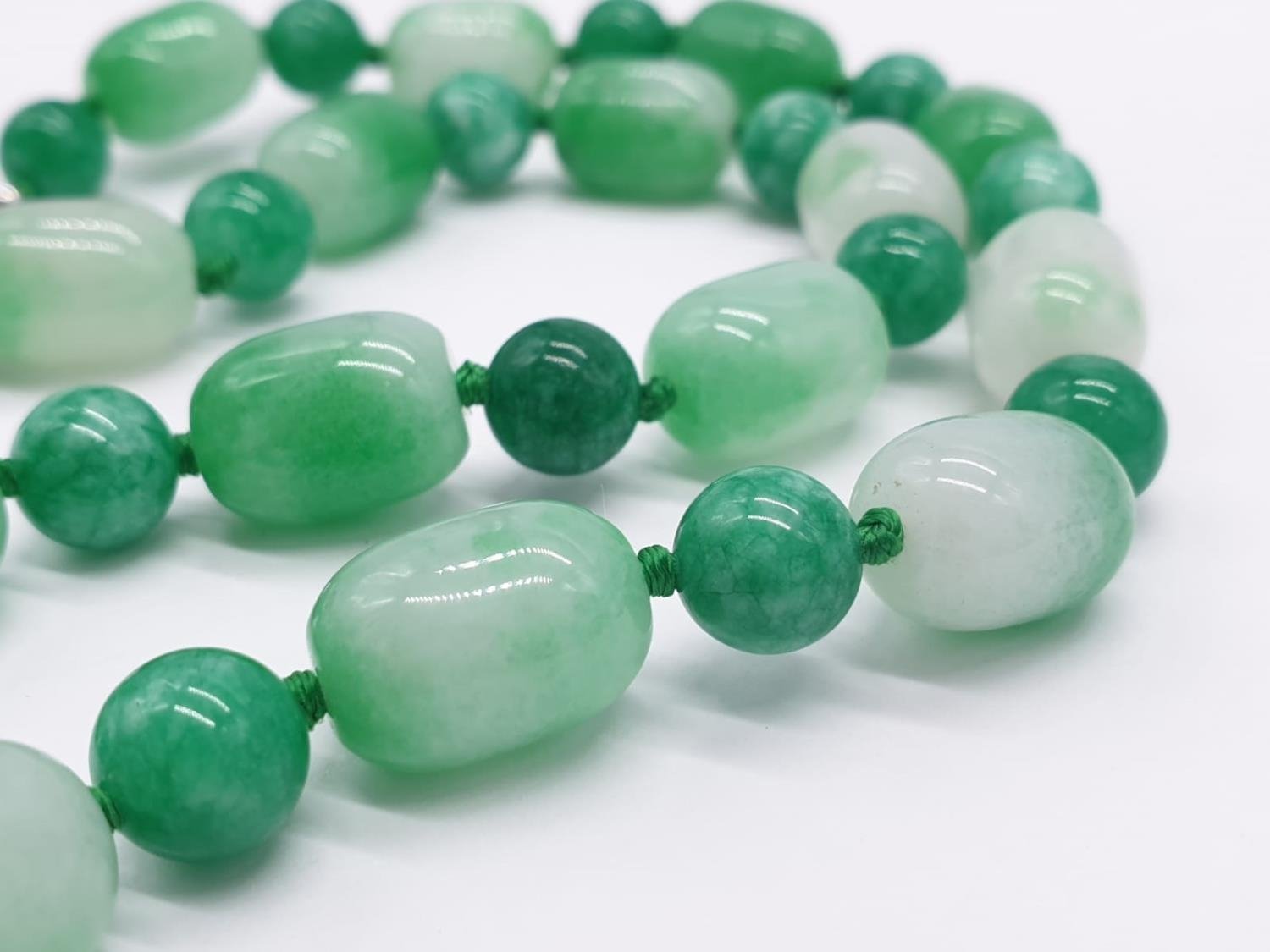 Jade necklace, weight 54g and 42cm long approx - Image 3 of 4