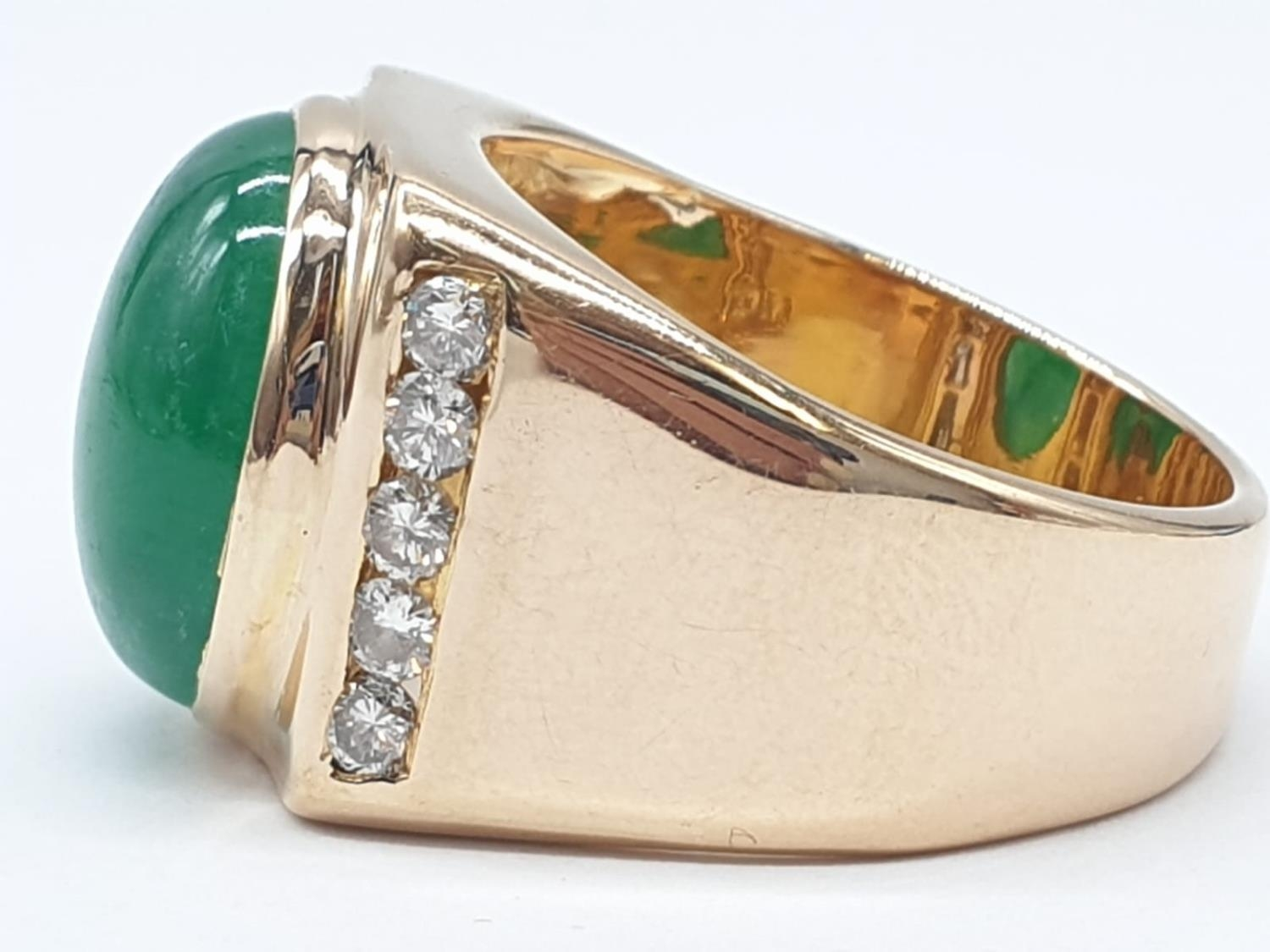 18ct Gold ring with natural jade stone and diamond shoulders. 16.2g total weight and size R. - Image 5 of 8