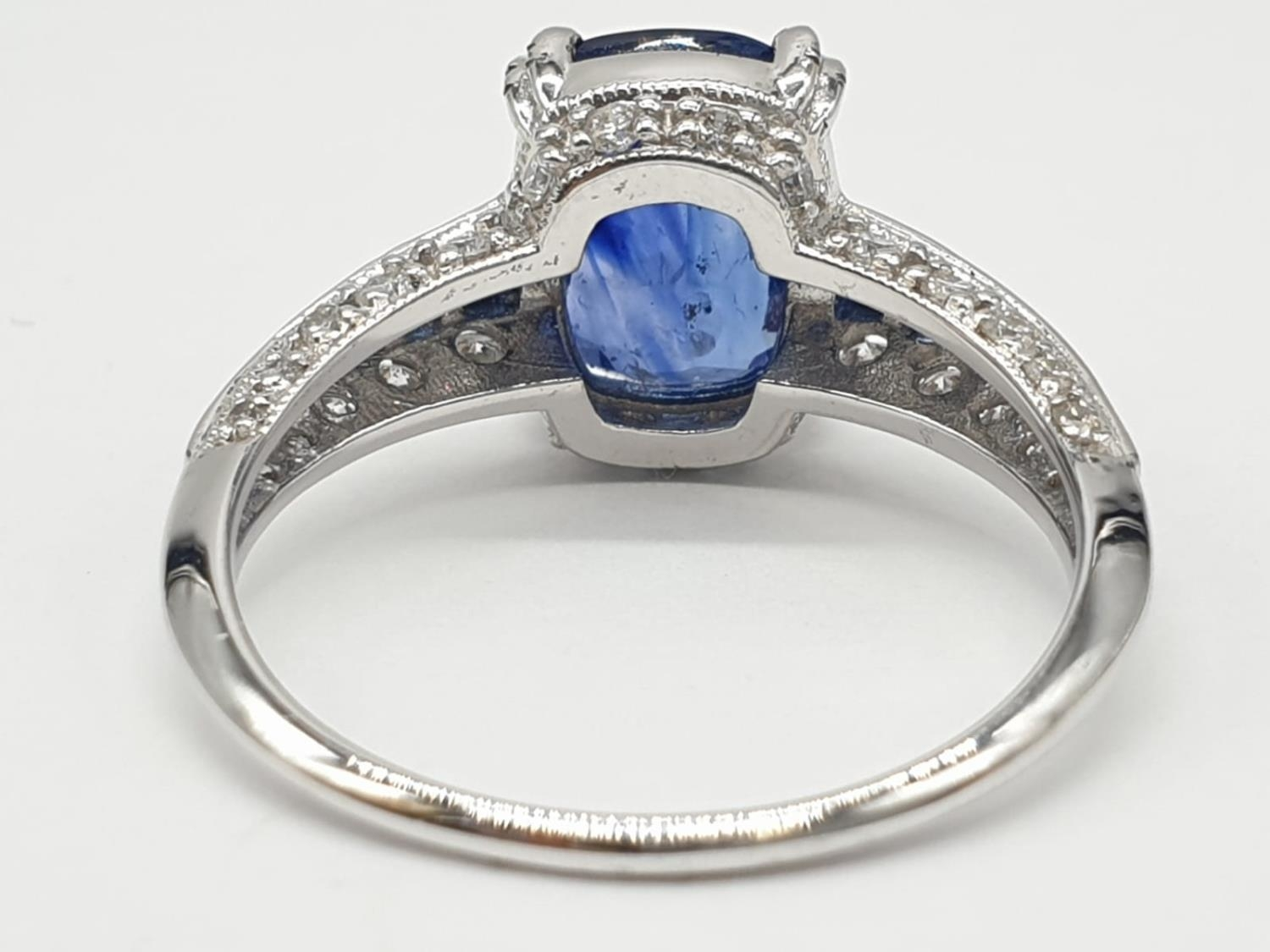 18ct White gold ring with sapphire and diamonds. Weighs 3.2g and is a size N. - Image 5 of 6