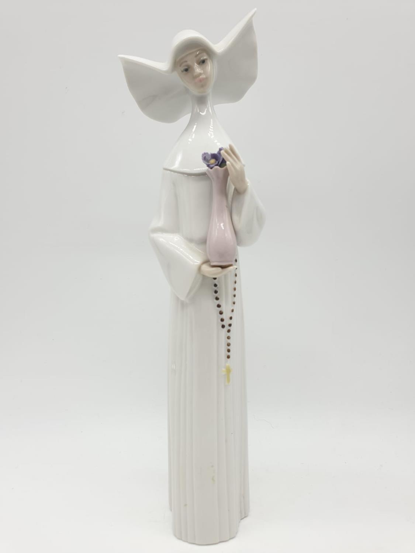 Set of 3 Lladro nuns. 26cm tall. - Image 3 of 20