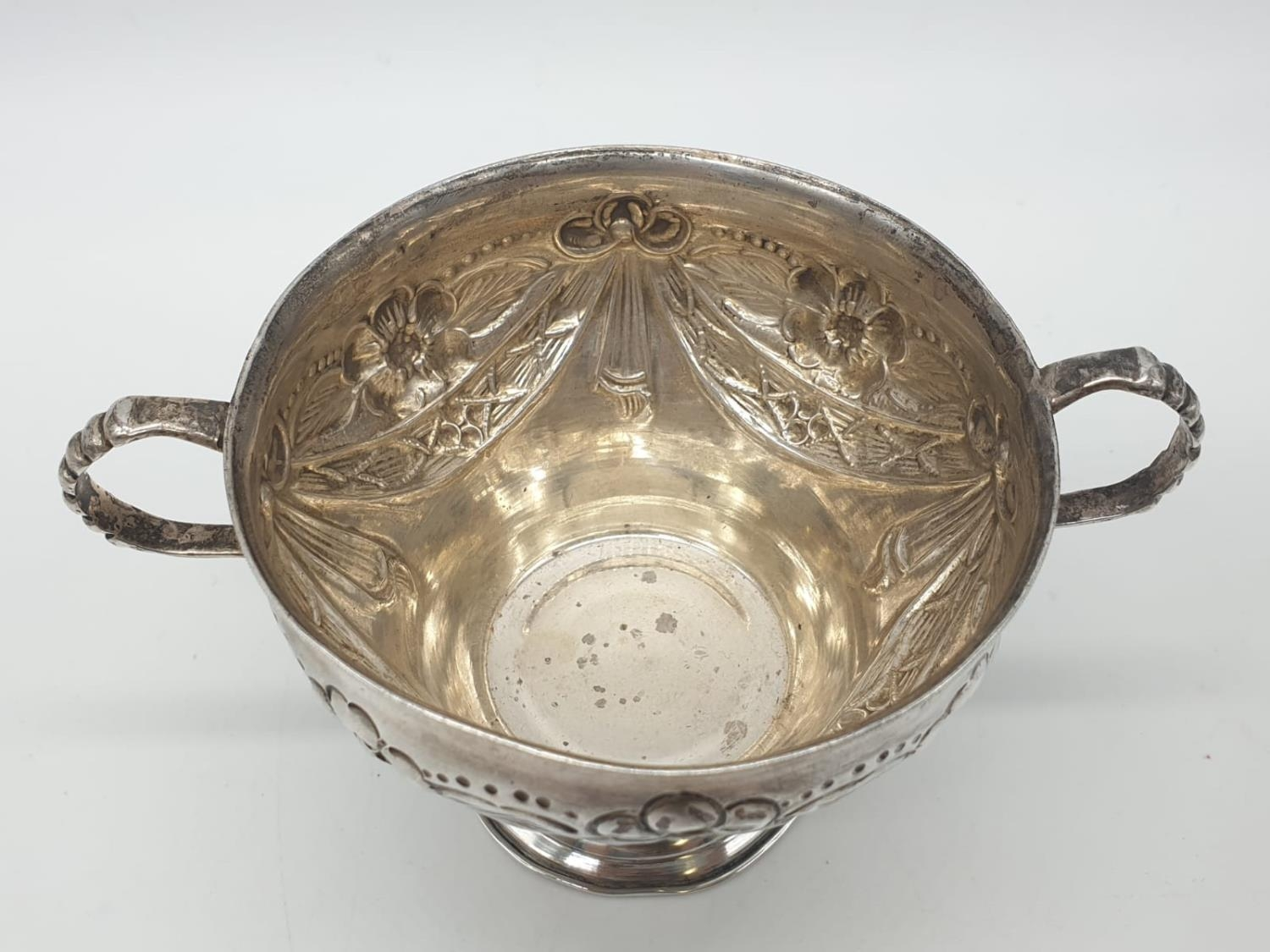 Silver CHALICE with handles. Hand decorated 8cm tall 9cm diameter. 129g - Image 4 of 7