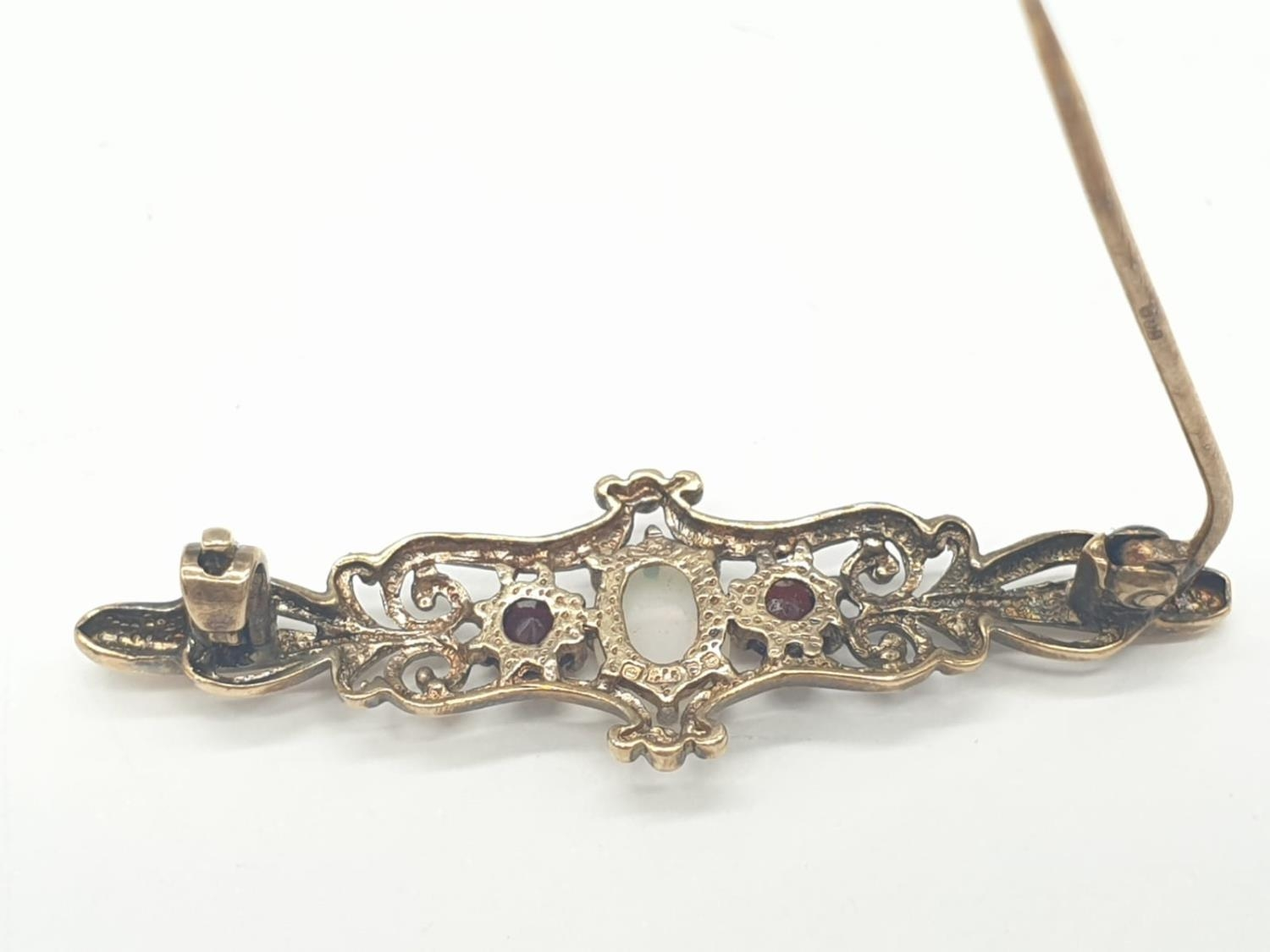 9ct gold opal and garnet bar brooch, weight 2.5g and 4cm long approx - Image 4 of 5