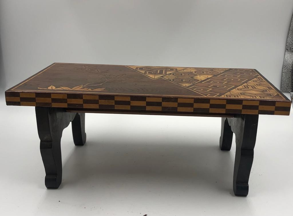 A vintage Japanese style mini coffee table with folding legs, stylish engraved and lacquered, - Image 4 of 4