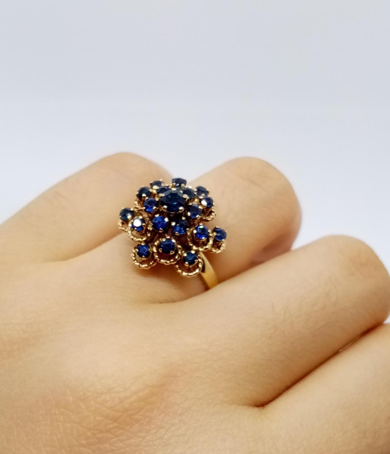 14ct Sapphire Cluster RING. 4.9g Size L. - Image 5 of 7