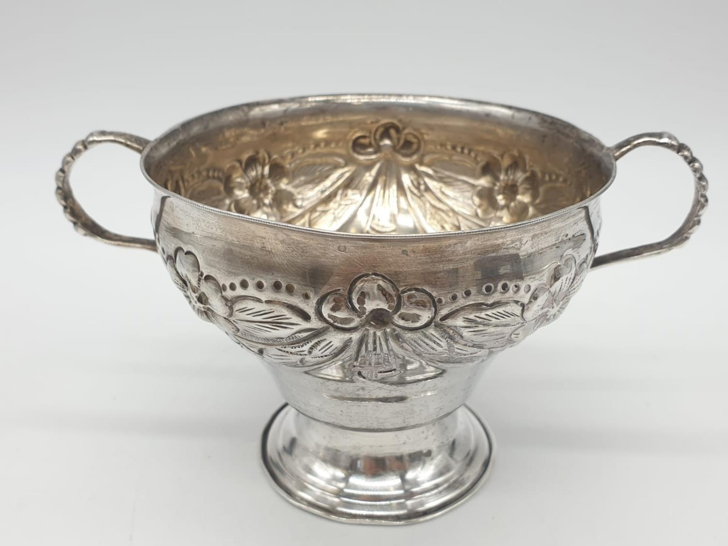 Silver CHALICE with handles. Hand decorated 8cm tall 9cm diameter. 129g - Image 3 of 7