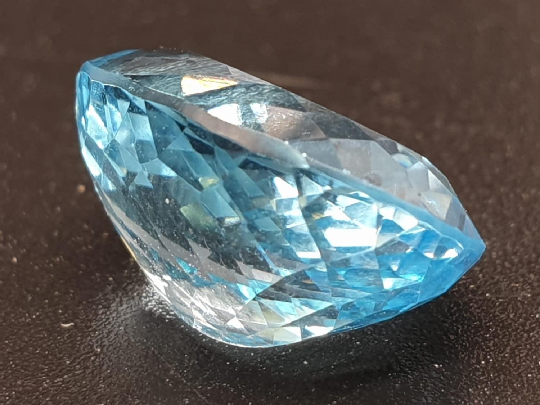 9.40 Ct Natural Blue Topaz. Oval shape. ITLGR certified - Image 3 of 5