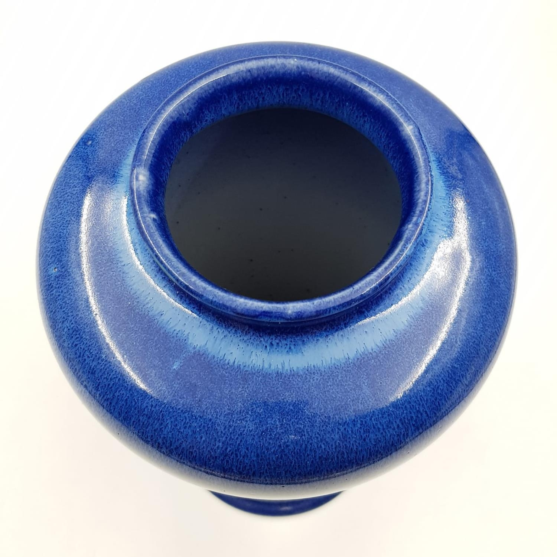 A lovely blue glazed Cobridge stoneware vase. 28cm high. - Image 2 of 3