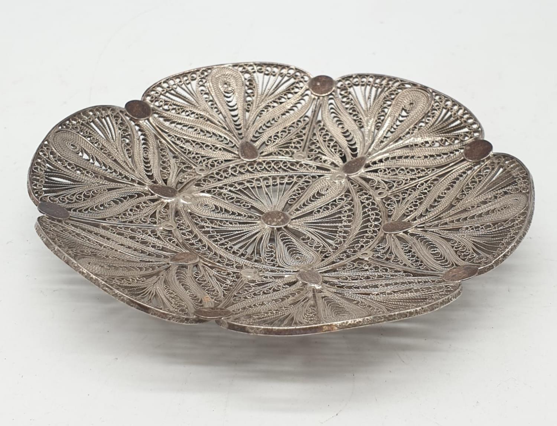 Silver filigree dish. 61.3g in weight. 10cm diameter.