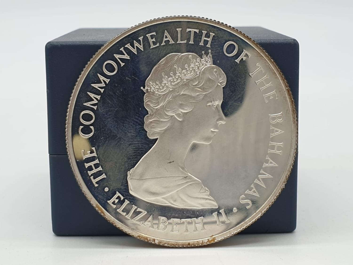 Silver Commemorative Coin of the Royal Wedding 1981 10 Dollars The commonwealth of the Bahamas 28.5g - Image 3 of 3