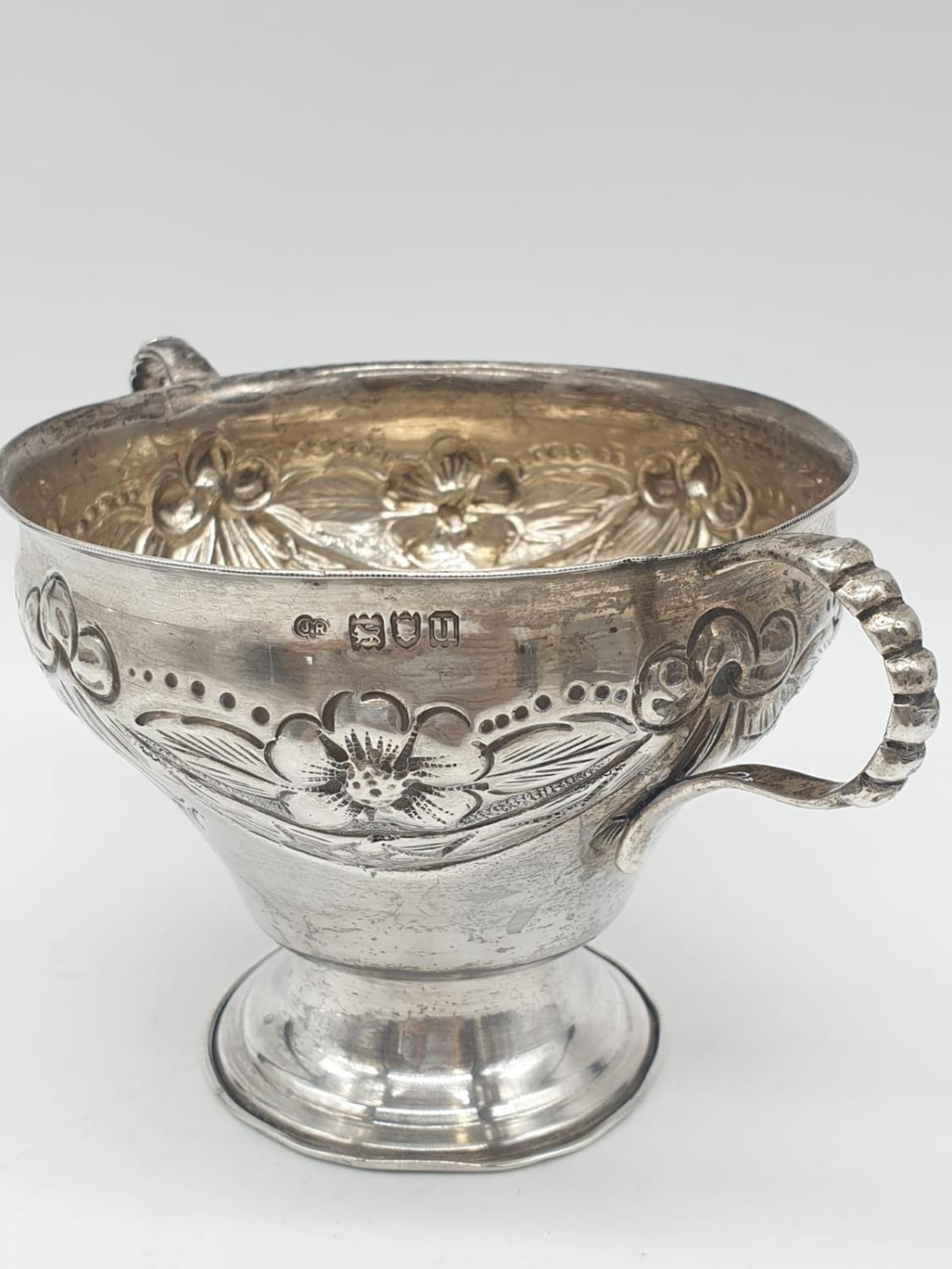 Silver CHALICE with handles. Hand decorated 8cm tall 9cm diameter. 129g - Image 5 of 7