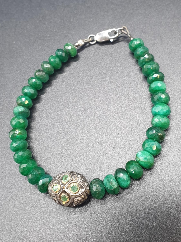 An emerald bracelet with vintage diamond bead. Length 20cm. Weight 17.33 grams.