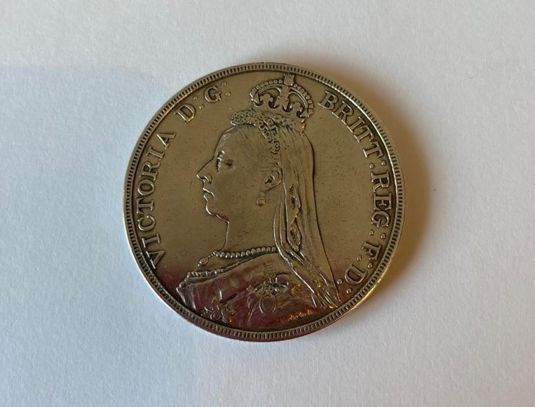 Victorian silver crown 1889, very fine condition with bold and clear definition to both sides and - Image 2 of 2