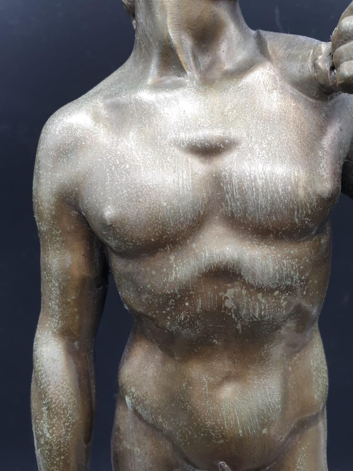 A Statue of Michelangelo's David in Brass on a Marble Base 40cms Tall 3.6kg - Image 8 of 9