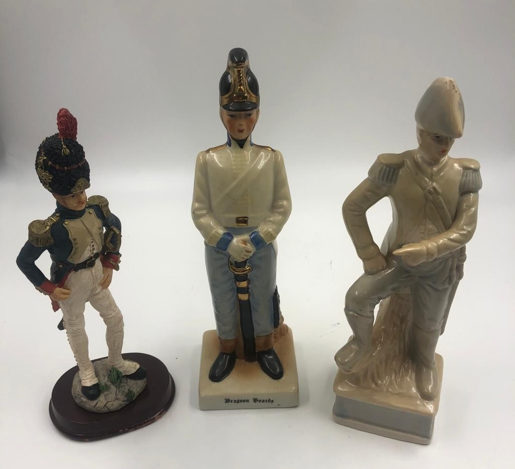Selection of 4 x ceramic FIGURINES. 23cm- tallest piece. - Image 3 of 3