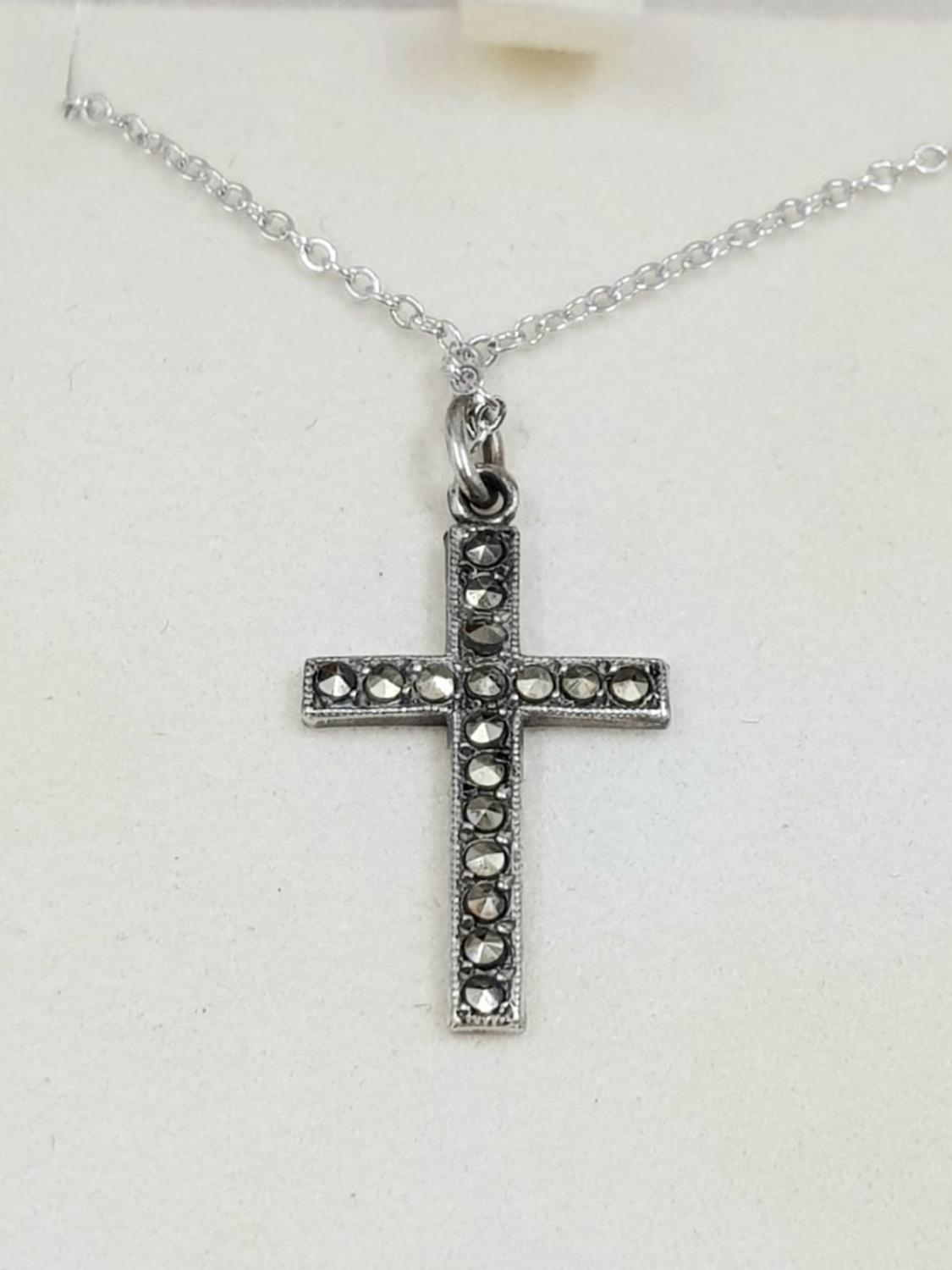 Vintage Silver CROSS on sterling silver CHAIN. 2.41g. 49cm chain. - Image 2 of 3