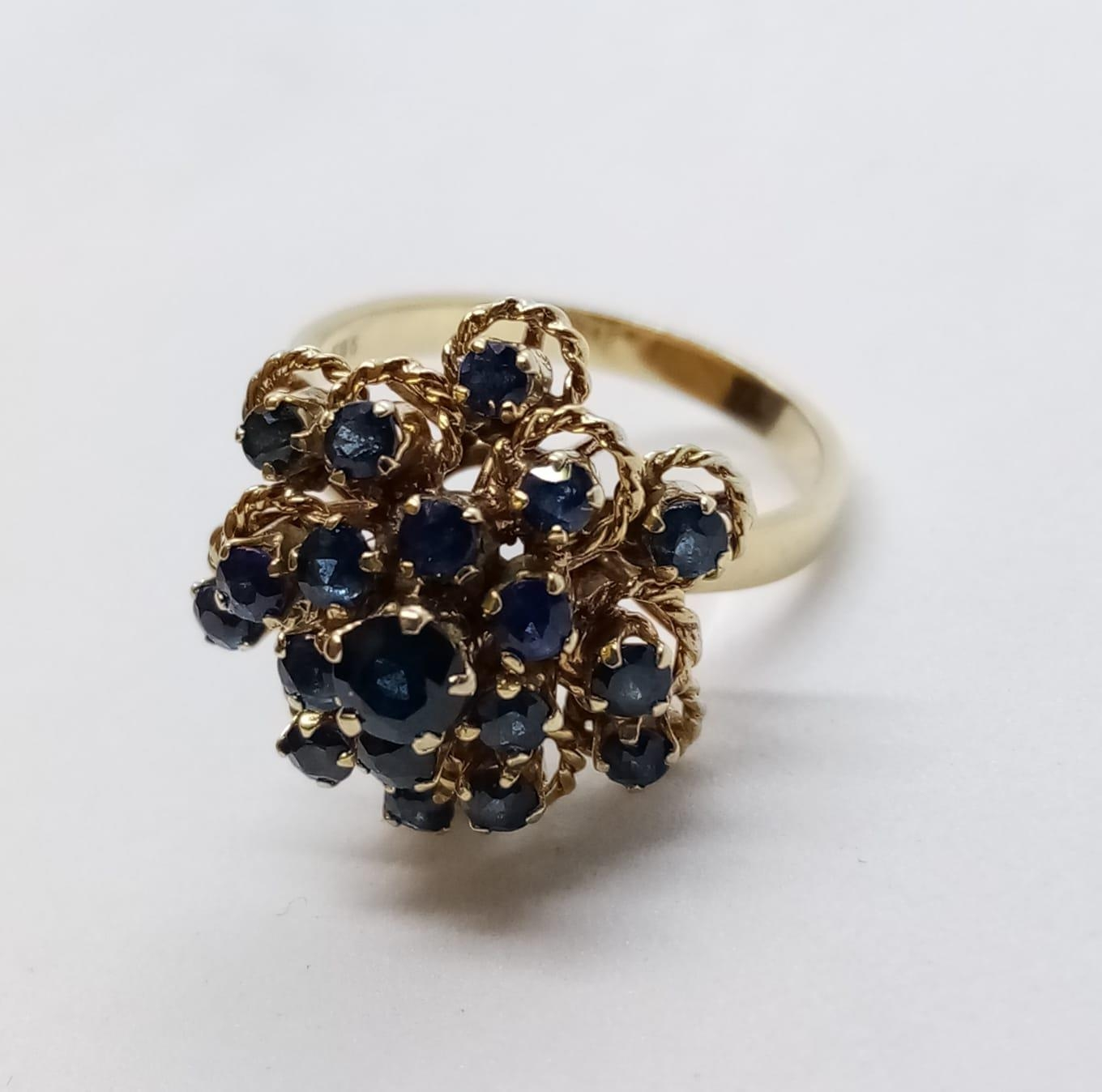 14ct Sapphire Cluster RING. 4.9g Size L.