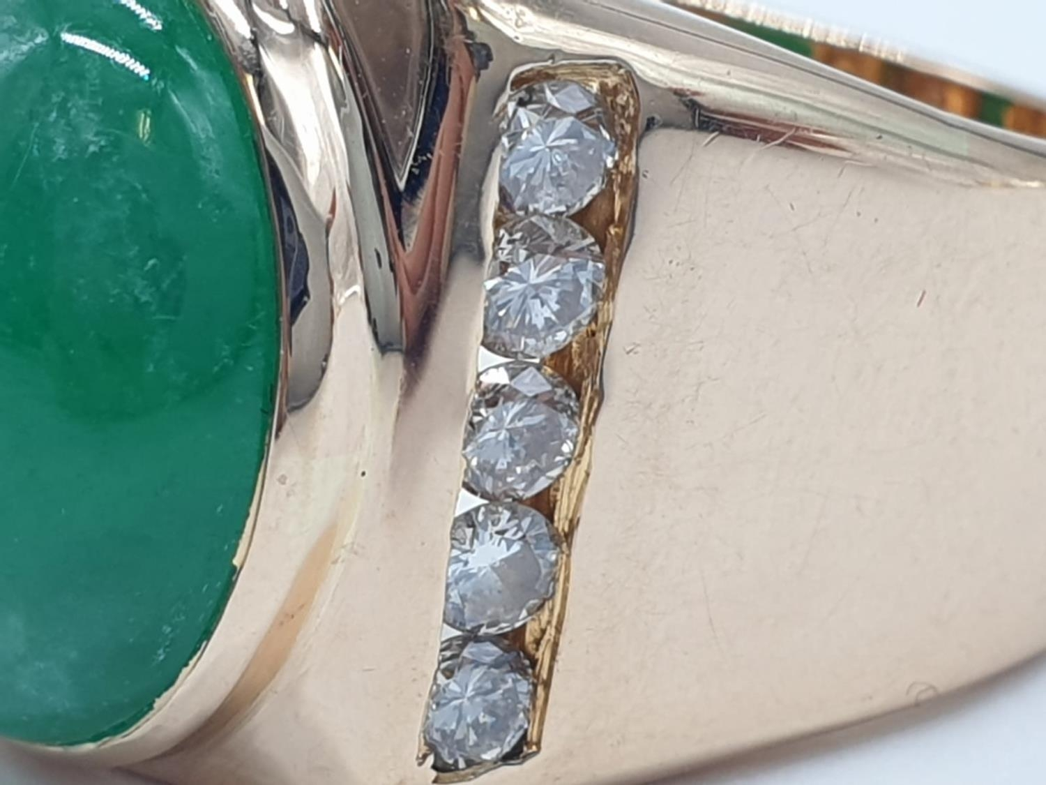 18ct Gold ring with natural jade stone and diamond shoulders. 16.2g total weight and size R. - Image 4 of 8