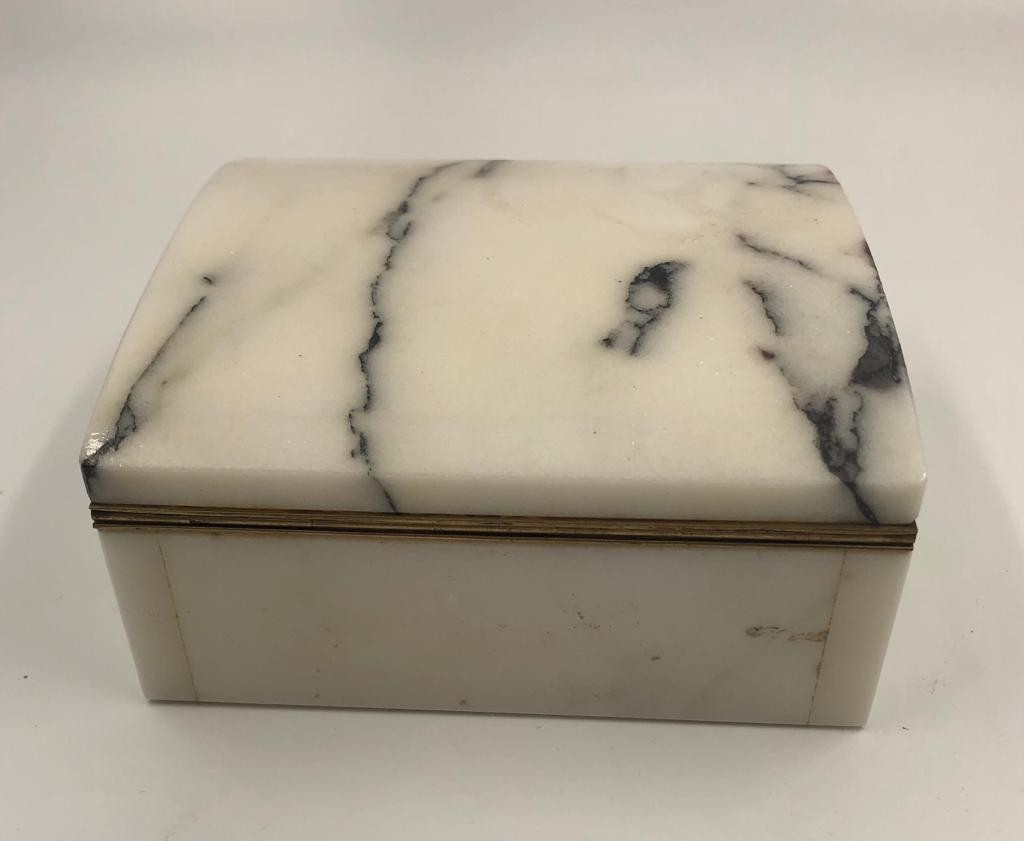 Mable cigarette box made from the marble taken from the demolished London stock exchange in 1970 - Image 2 of 3