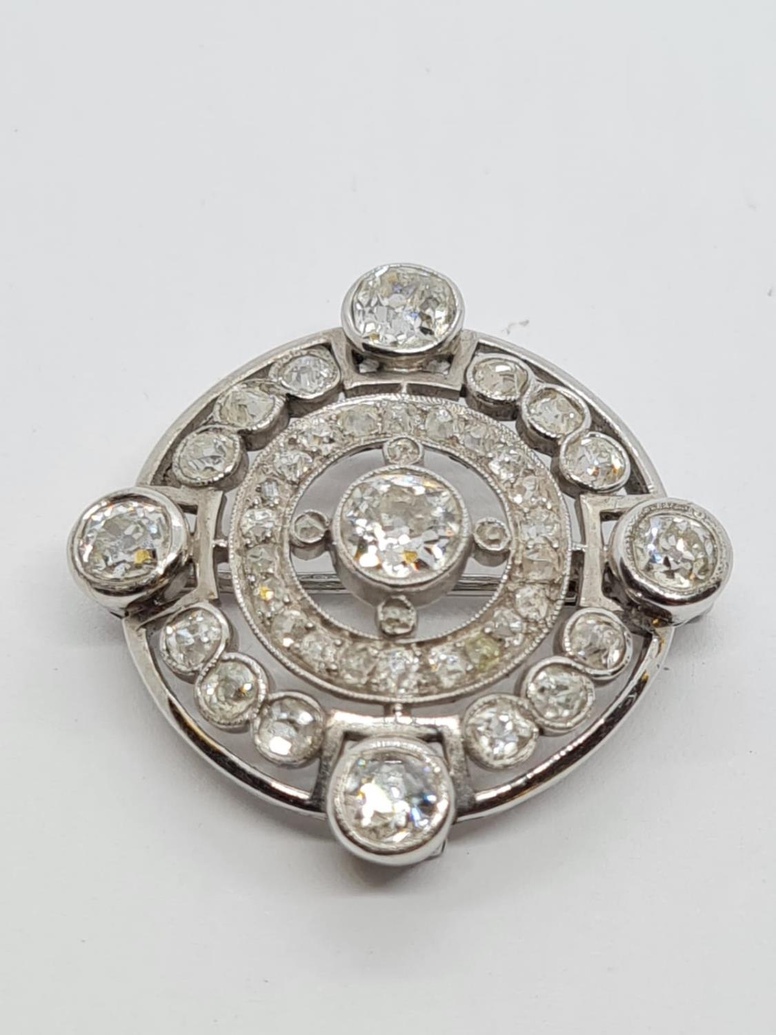 Vintage 18ct Gold and Diamond BROOCH having over 3 ct of fine quality of Diamonds. 8.3g 2.5 cm