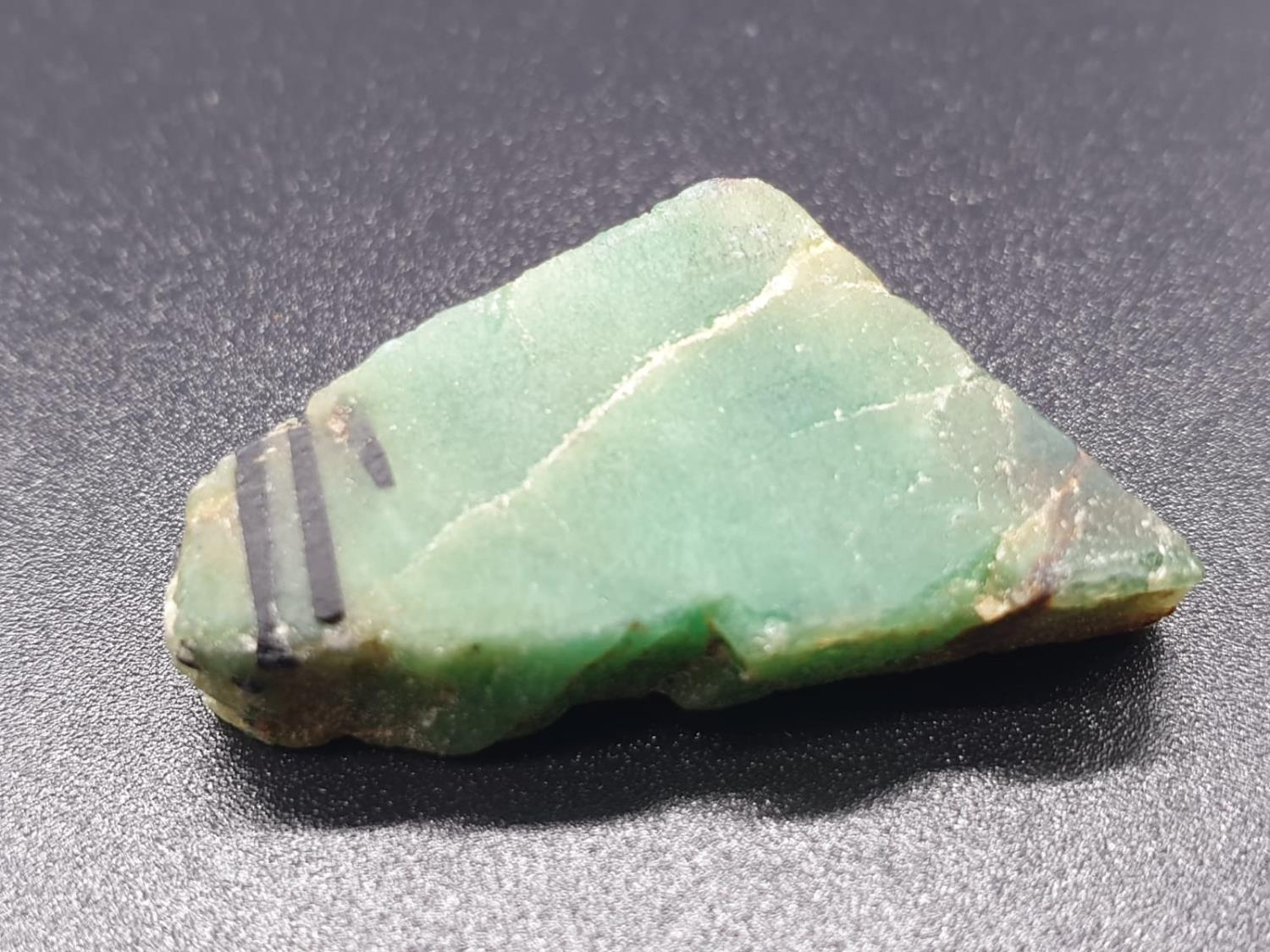 27.79 Ct Natural Emerald. Rough shape. IDT certified - Image 2 of 6