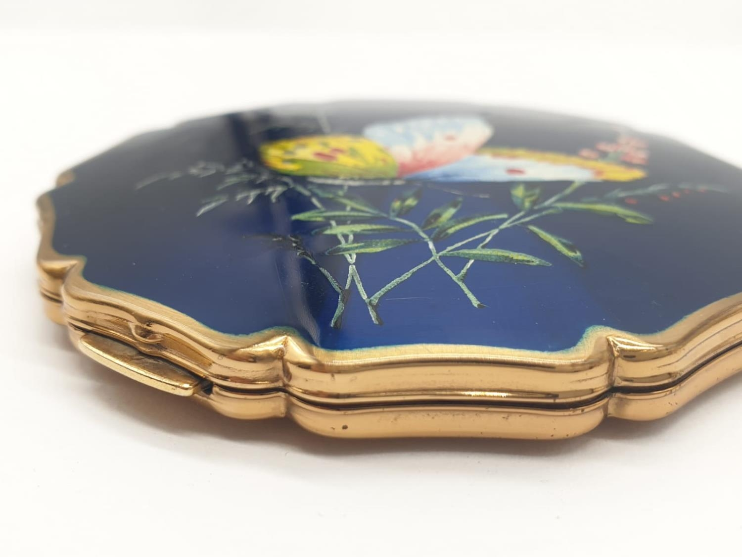 Vintage enamel top Stratton compact (small scratch on top) A.F - Image 7 of 7