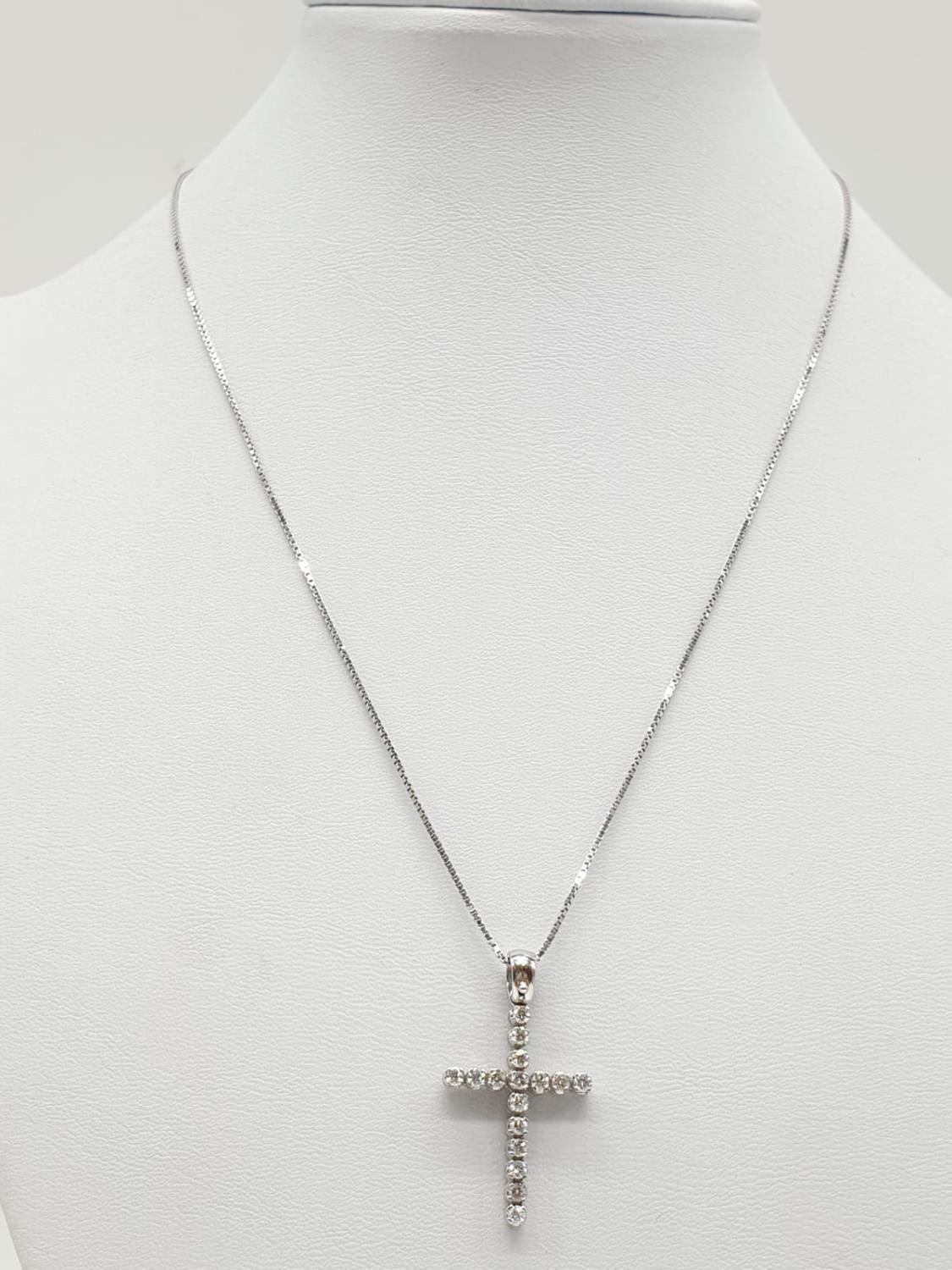 18ct White Gold Diamond Cross on a 38cm CHAIN. 5g - Image 3 of 7