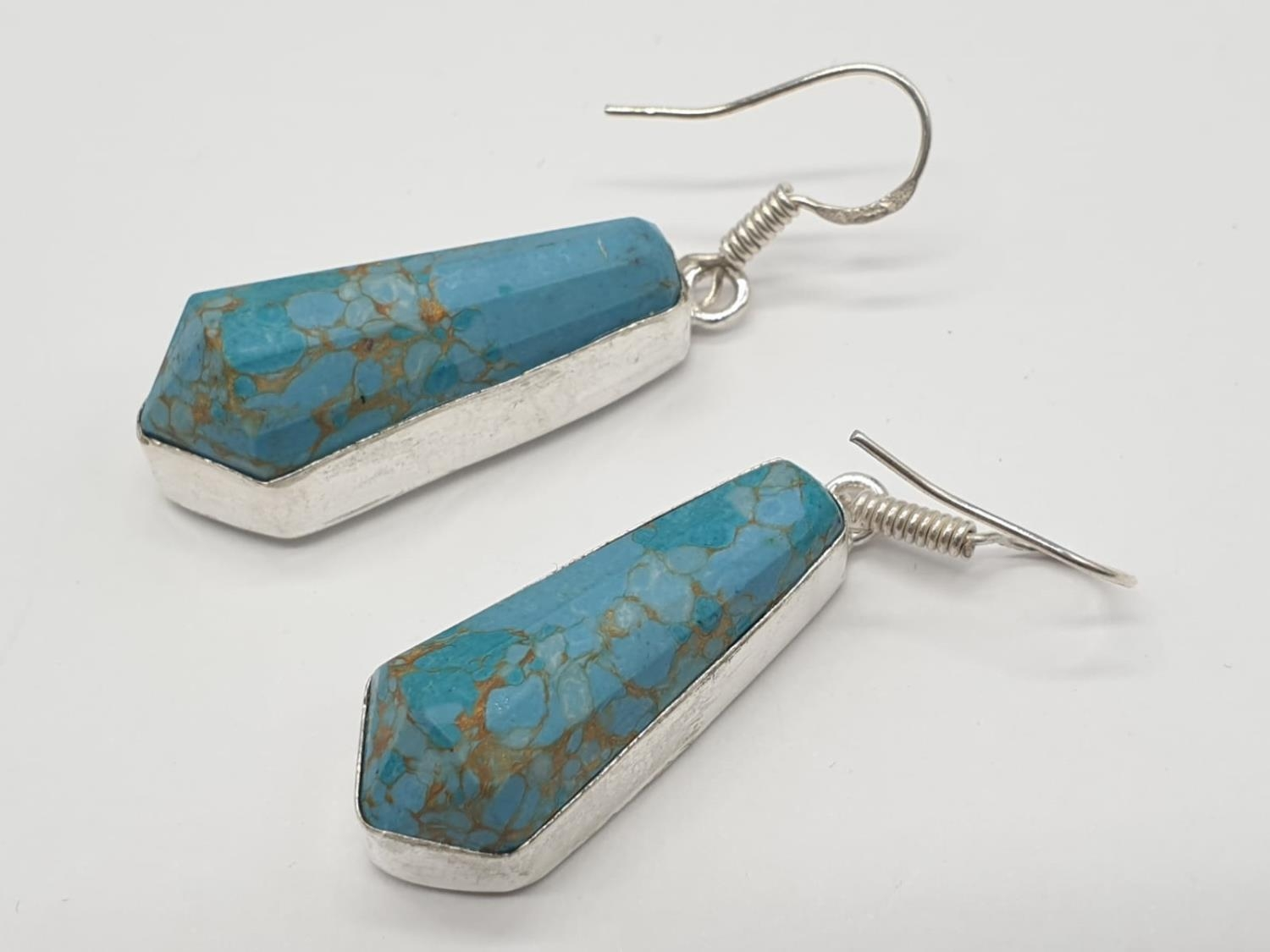 A Pharaonic style necklace and earrings set with light brown-gold veined turquoise obelisks and - Image 17 of 24