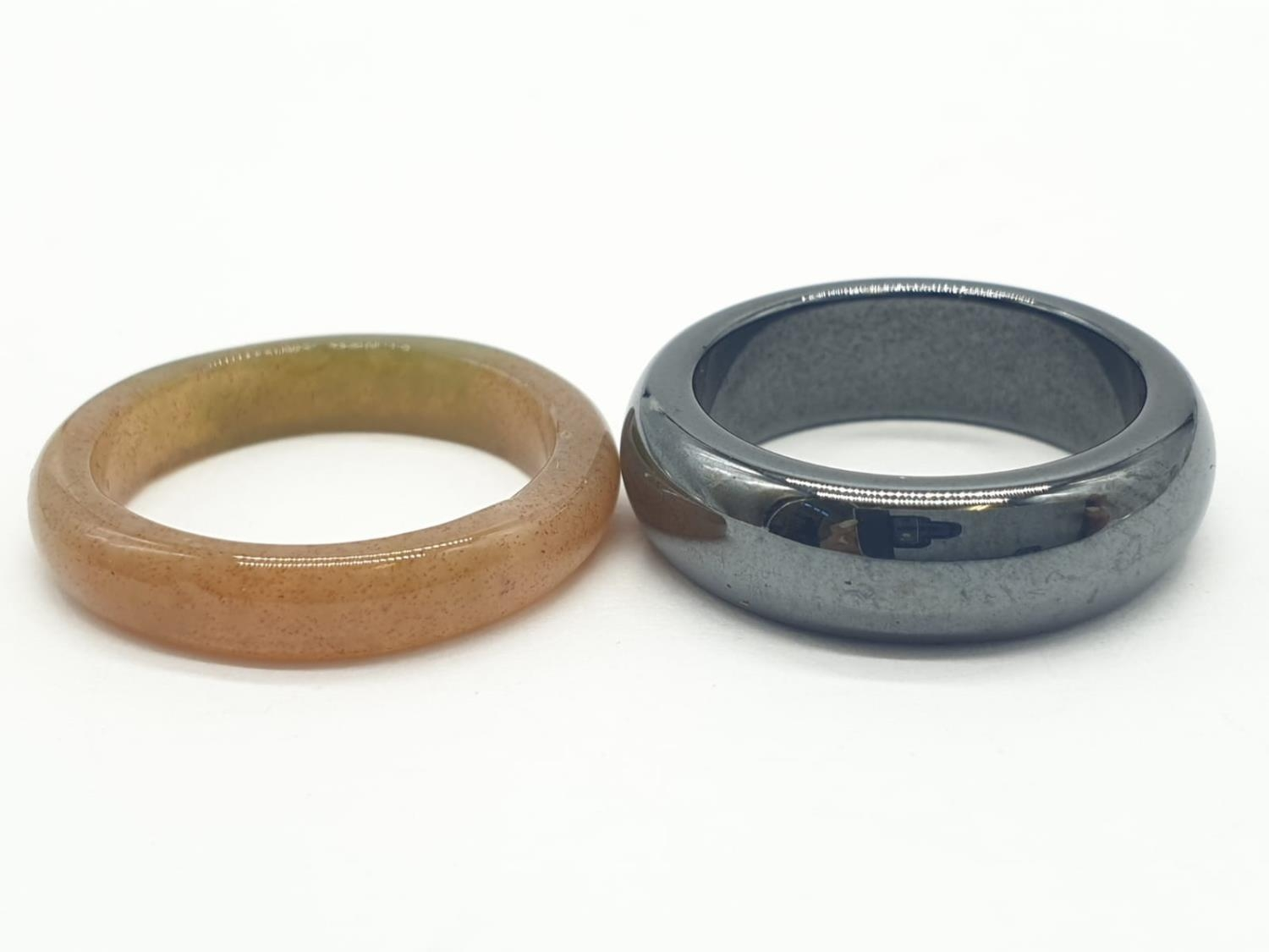 2 x Agate RINGS. 5.1 g. Size J and J+