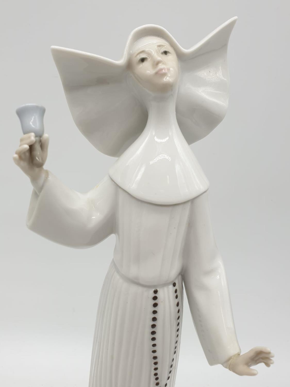 Set of 3 Lladro nuns. 26cm tall. - Image 17 of 20