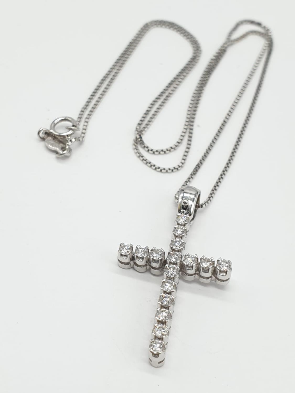 18ct White Gold Diamond Cross on a 38cm CHAIN. 5g