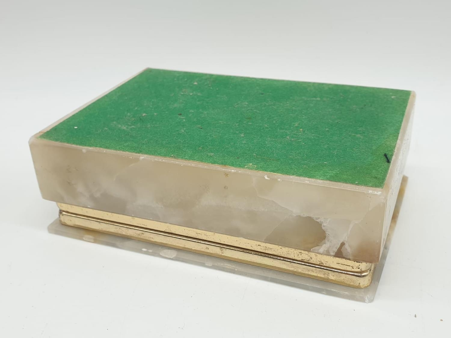 An onyx cigarette box, lighter and 2 onyx ash trays (small chip on cigarette box lid). - Image 5 of 16