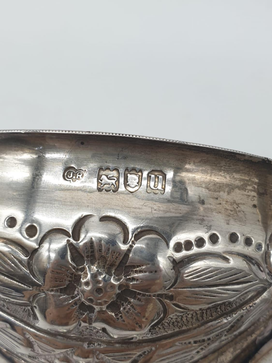Silver CHALICE with handles. Hand decorated 8cm tall 9cm diameter. 129g - Image 6 of 7