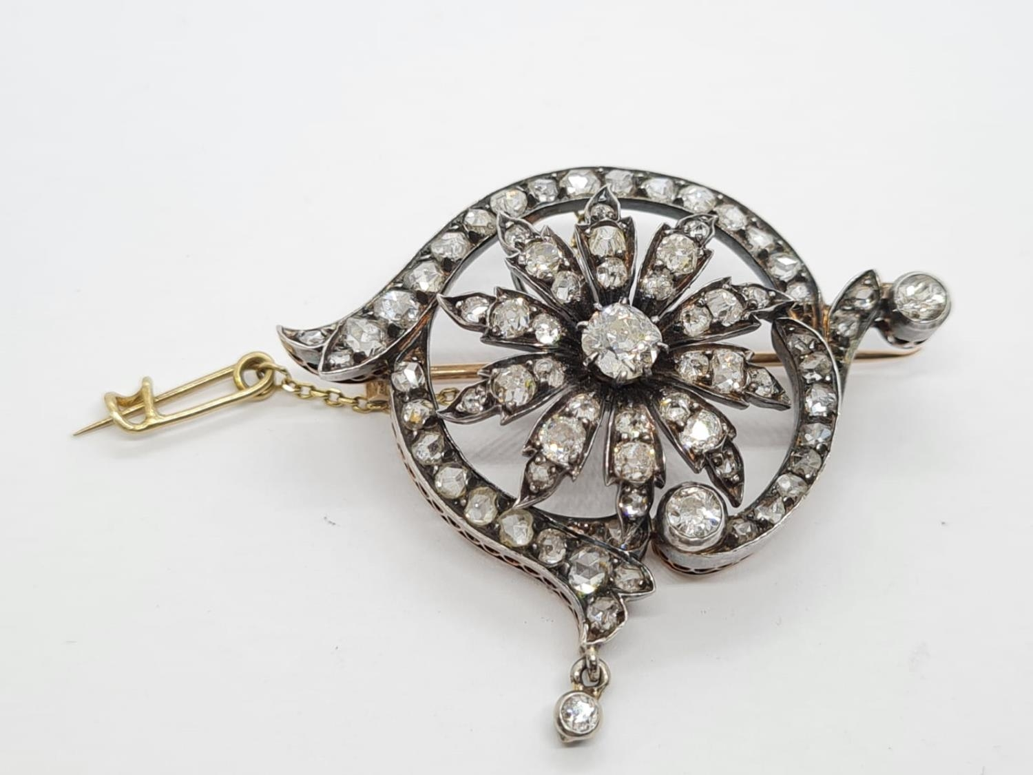 Antique Silver and Gold Diamond BROOCH with 4 ct of top quality Diamonds. 12g 4.5cm width