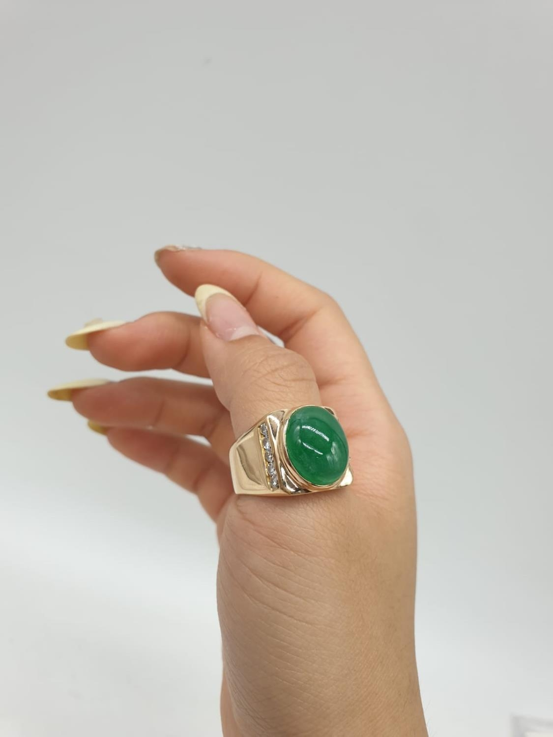 18ct Gold ring with natural jade stone and diamond shoulders. 16.2g total weight and size R. - Image 8 of 8
