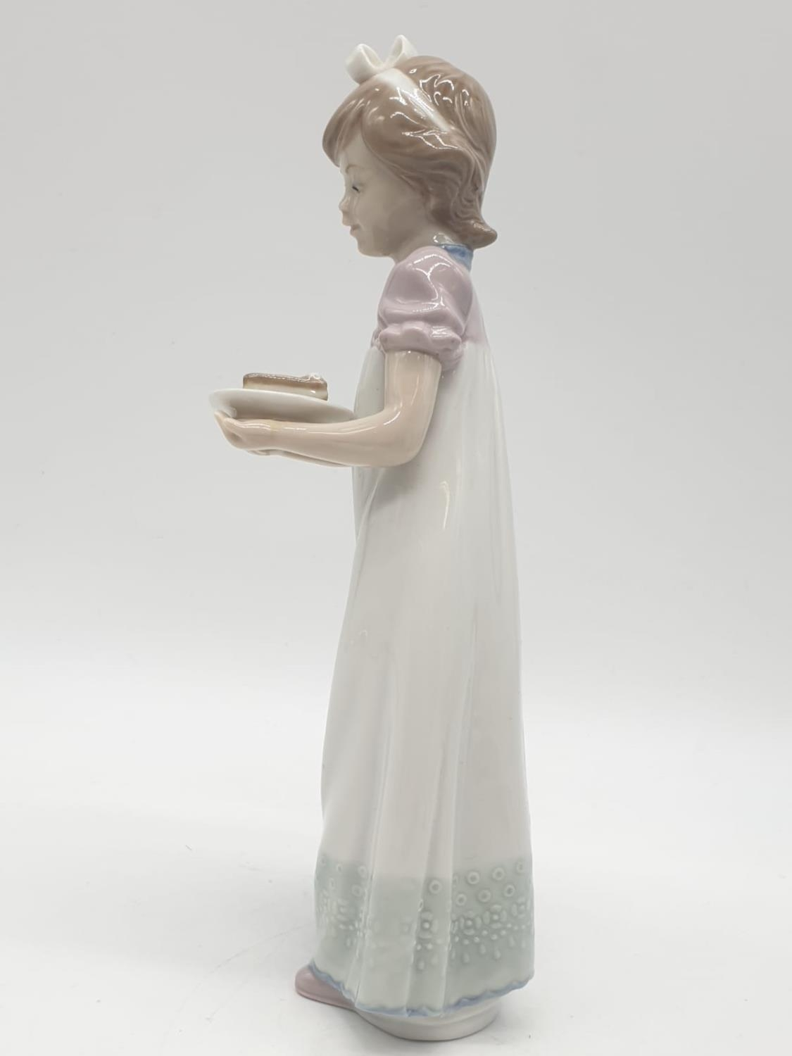 Lladro girl holding a cake on a plate. 20cm tall. - Image 3 of 6