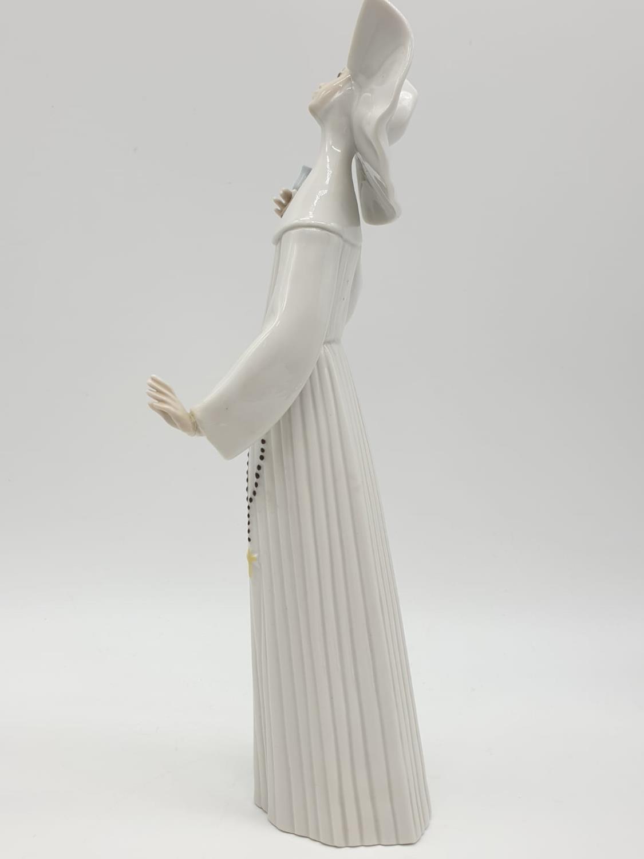 Set of 3 Lladro nuns. 26cm tall. - Image 18 of 20