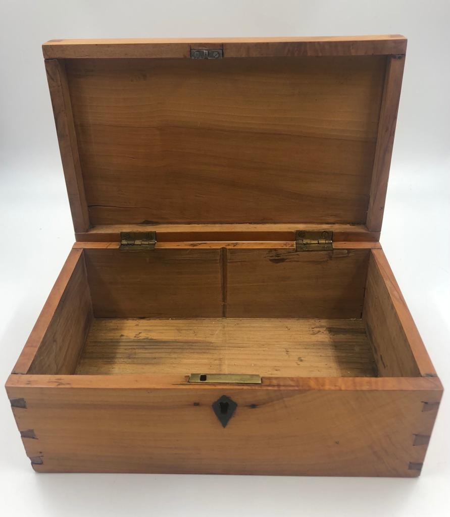 3 x small STORAGE OAK BOXES, different sizes.. 19, 21 and 23 cm lengths. - Image 2 of 4
