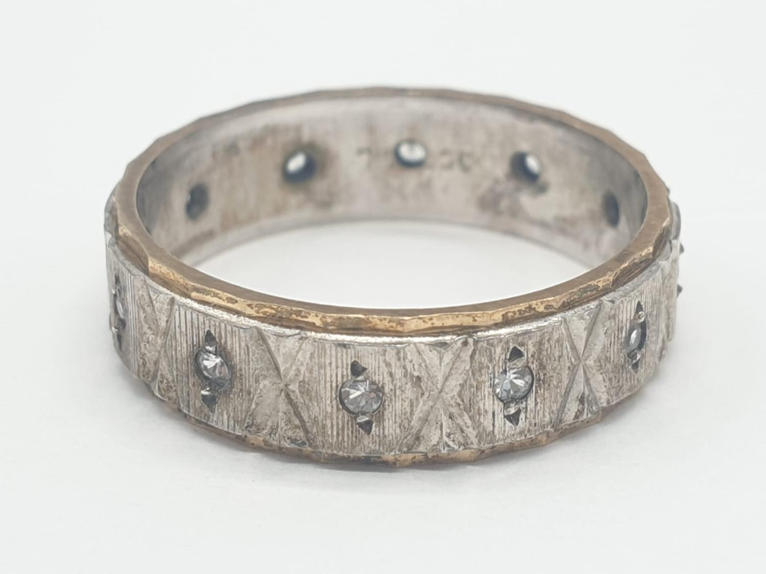 Gold and silver eternity ring, 3.2g weight and size O