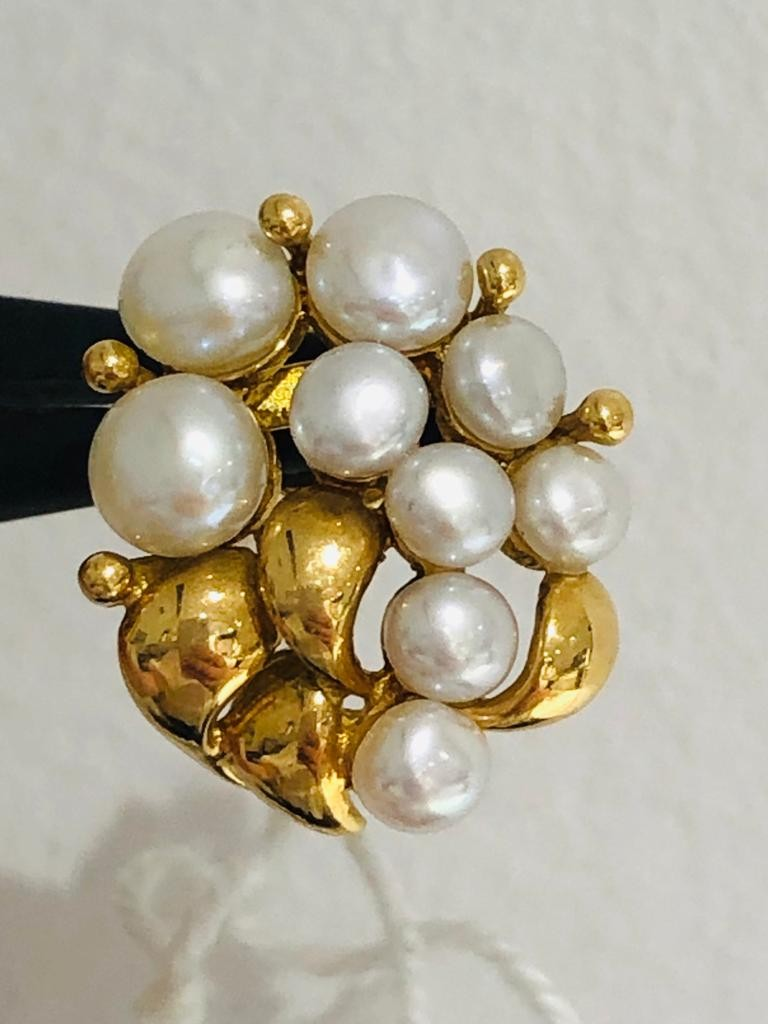18ct yellow gold earrings with pearls. 6.3 grams in weight. - Image 3 of 3