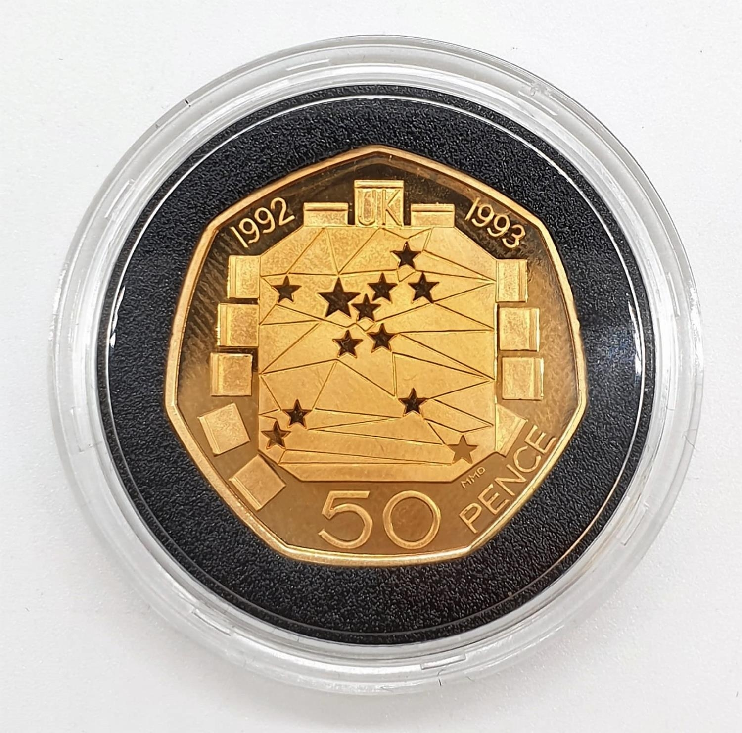 1992-1993 GOLD PROOF 50P COIN EU, SET IN 22ct GOLD, WEIGHT 26.32g With ORIGINAL BOX AND COA - Image 2 of 5