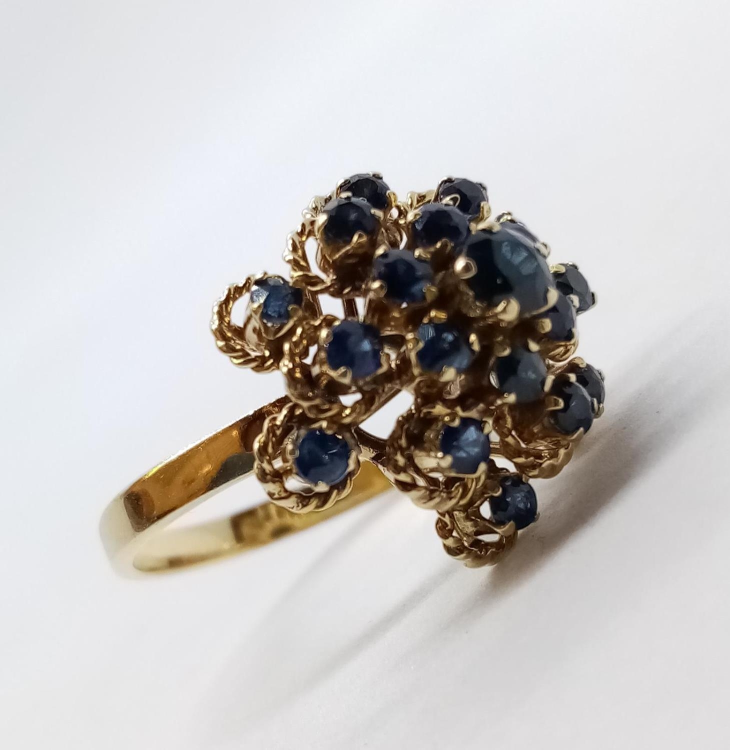 14ct Sapphire Cluster RING. 4.9g Size L. - Image 4 of 7