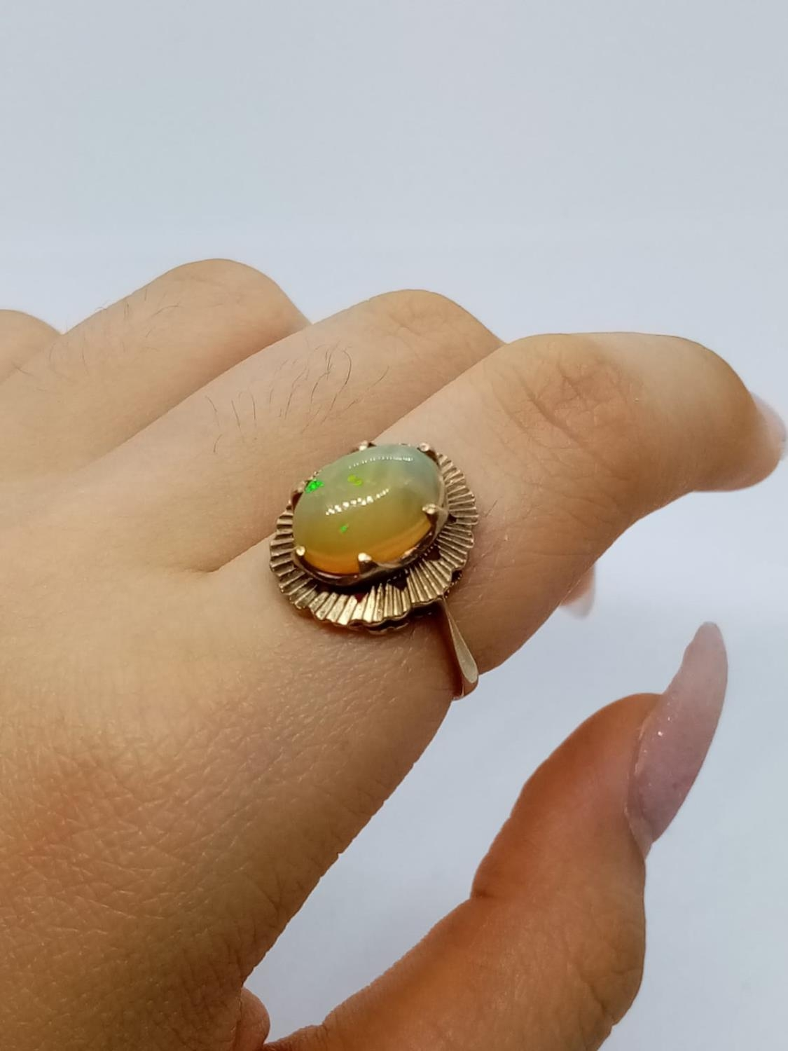 Fine Opal set in 9 cg Gold RING. 3.0g Size M. - Image 5 of 6