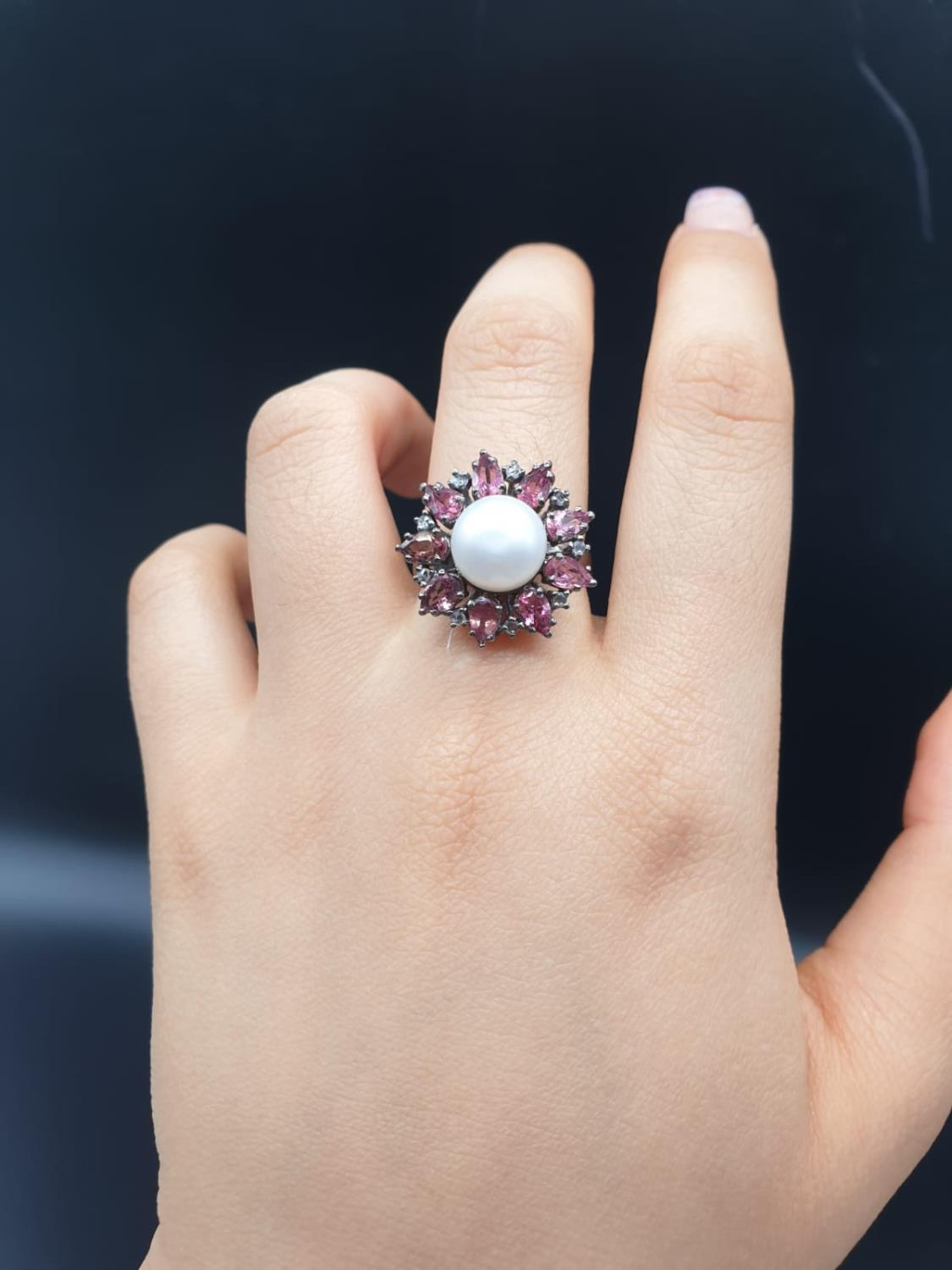 4.40 Cts Pearl & 2.35 Cts Pink Tourmalines set inside a 925 Blackened silver ring. With 0.20 Cts - Image 7 of 7