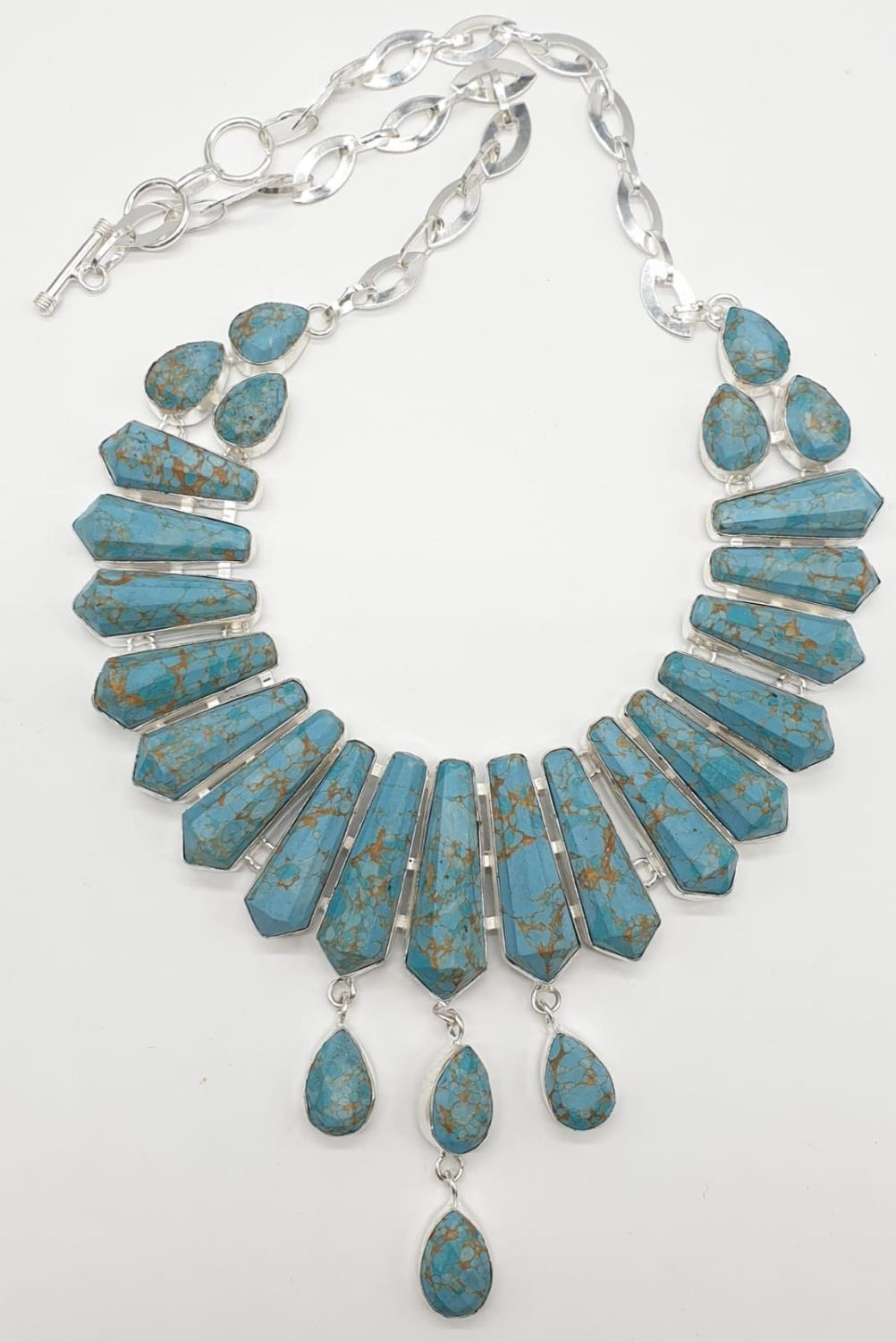 A Pharaonic style necklace and earrings set with light brown-gold veined turquoise obelisks and - Image 6 of 24
